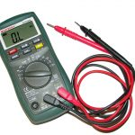 Digital Voltmeter | How it works, Types, Advantages, Disadvantages